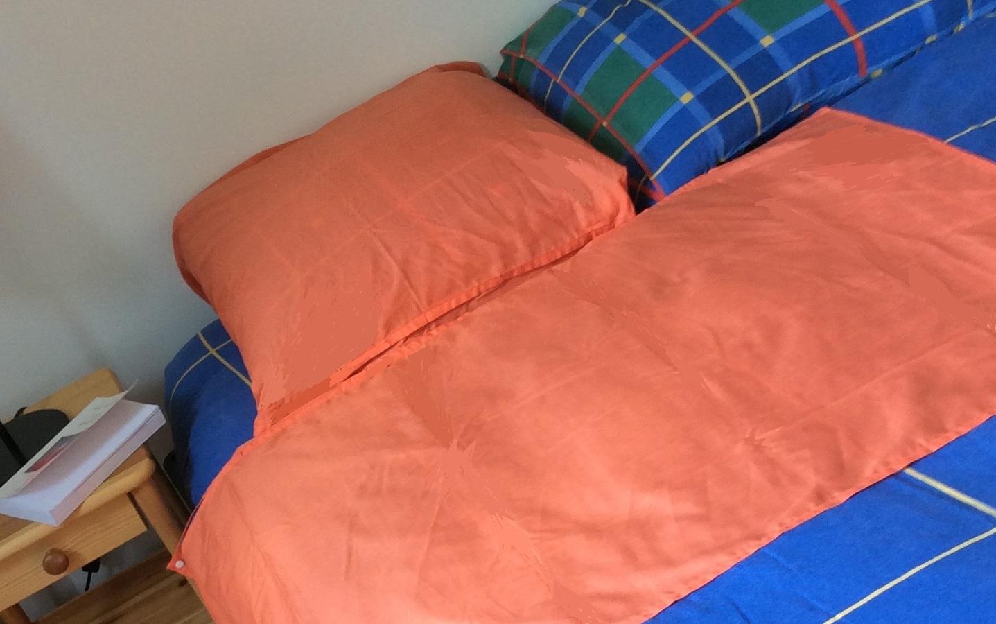 NighTbag 1 P mandarine en place sur lit double