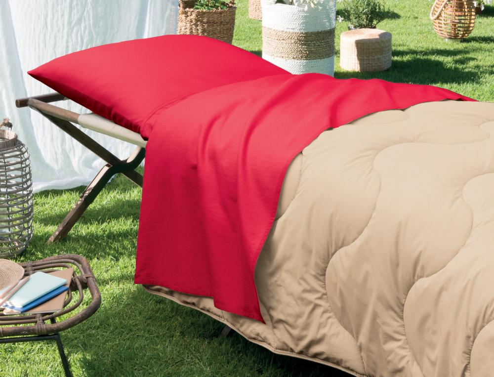 nightbag air rouge rubis sur lit de camp