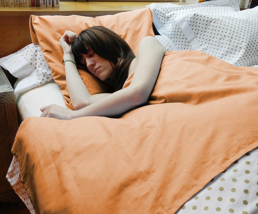 Visuel dormeur dans nightbag safran all